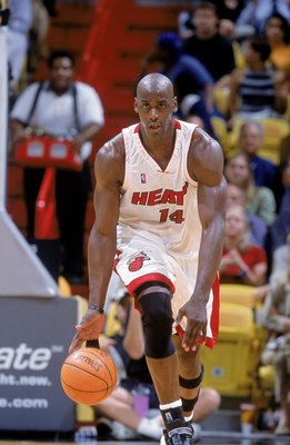 16 Jan 2001:   Anthony Mason #14 of the Miami Heat dribbles the ball down the court during the game against the Detroit Pistons at the American Airlines Arena in Miami, Florida.  The Heat defeated the Pistons 93-85.   NOTE TO USER: It is expressly underst