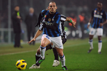 TURIN, ITALY - FEBRUARY 13:  Wesley Sneijder of FC Internazionale Milano runs of Felipe Melo of Juventus FC during the Serie A match between Juventus FC and FC Internazionale Milano at Olimpico Stadium on February 13, 2011 in Turin, Italy.  (Photo by Vale