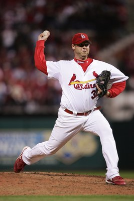 ST. LOUIS - OCTOBER 15:  Josh Hancock #32 of the St. Louis Cardinals pitches against the New York Mets during game four of the NLCS at Busch Stadium on October 15, 2006 in St. Louis, Missouri. The Mets won 12-5.  (Photo by Elsa/Getty Images)
