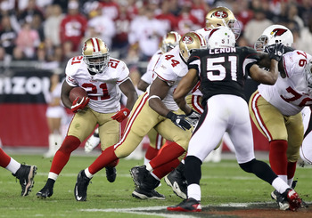 GLENDALE, AZ - NOVEMBER 29:  Runningback Frank Gore #21 of the San Francisco 49ers runs with the football against the Arizona Cardinals during the NFL game at the University of Phoenix Stadium on November 29, 2010 in Glendale, Arizona.   The 49ers defeate