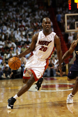 MIAMI ? FEBRUARY 1:  Gary Payton #20 of the Miami Heat drives against the Cleveland Cavaliers at American Airlines Arena on February 1, 2007 in Miami, Florida. Miami won 92-89. NOTE TO USER: User expressly acknowledges and agrees that, by downloading and