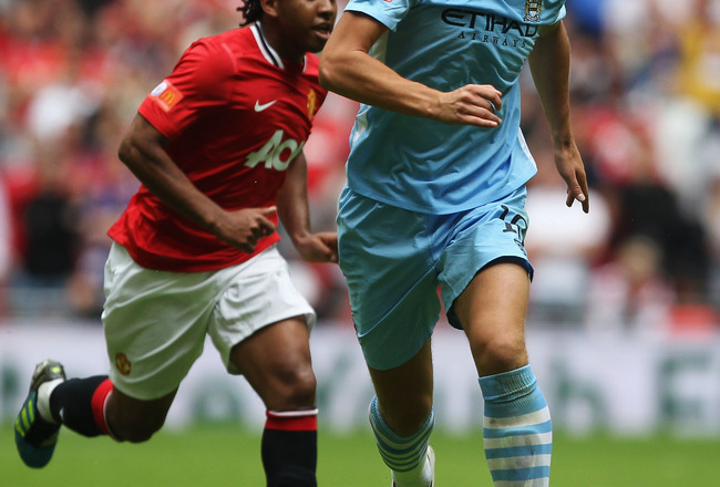 LONDON, ENGLAND - AUGUST 07:  Anderson of Manchester United attempts to close down Edin Dzeko of Manchester City during the FA Community Shield match sponsored by McDonald's between Manchester City and Manchester United at Wembley Stadium on August 7, 201