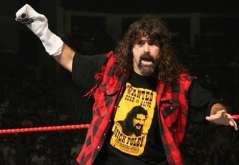 Mick Foley bromeó un poco en su Twitter y comento que estaría en ...