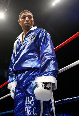 LAS VEGAS - APRIL 11:  Winky Wright stands in the ring before his middleweight bout against Paul Williams at the Mandalay Bay Events Center April 11, 2009 in Las Vegas, Nevada. Williams won by unanimous decision.  (Photo by Ethan Miller/Getty Images)