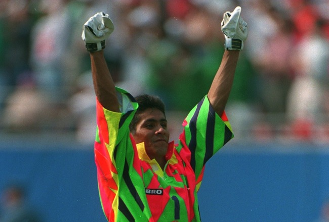 5 Jul 1994: GOALKEEPER JORGE CAMPOS OF MEXICO CELEBRATES THE EQUALISING GOAL DURING THE FIRST HALF OF THE SECOND ROUND 1994 WORLD CUP MATCH BETWEEN BULGARIA AND MEXICO AT GIANTS STADIUM IN EAST RUTHERFORD NEW JERSEY.
