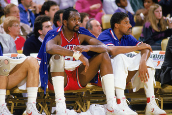 1985:  Moses Malone #2 (left) and Julius Erving #6 of the Philadelphia 76ers sit on the bench during the 1985-1986 NBA season.  (Photo by Rick Stewart/Getty Images)