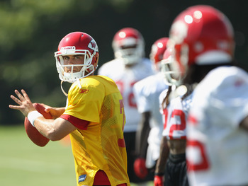 SAINT JOSEPH, MO - JULY 31:  Quarterback Matt Cassel #7 passes to Jamaal Charles #25 during Kansas City Chiefs Training Camp on July 31, 2011 in Saint Joseph, Missouri.  (Photo by Jamie Squire/Getty Images)
