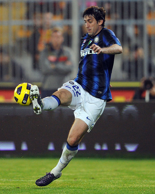 LECCE, ITALY - NOVEMBER 10:  Diego Milito of Inter Milan in action during the Serie A match between Lecce and Inter Milan at Stadio Via del Mare on November 10, 2010 in Lecce, Italy.  (Photo by Giuseppe Bellini/Getty Images)