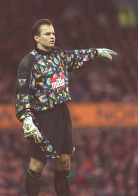 4 FEB 1995:  GOALKEEPER MARK BOSNICH OF ASTON VILLA IN ACTION DURING A PREMIERSHIP MATCH AGAINST MANCHESTER UNITED  AT OLD TRAFFORD. UNITED WON THE GAME 1-0. Mandatory Credit: Gary Prior/ALLSPORT