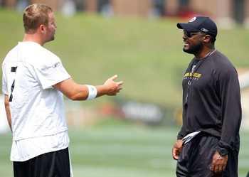 LATROBE, PA - JULY 29: Ben Roethlisberger #7 and head coach Mike Tomlin of the Pittsburgh Steelers talk during training camp on July 29, 2011 at St Vincent College in Latrobe, Pennsylvania.  (Photo by Jared Wickerham/Getty Images)