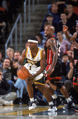 07 Dec 2001:  Point guard Shammond Williams #1 of the Seattle Supersonics dribbles the ball as point guard Anthony Carter #25 of the Miami Heat looks on during the NBA game at the Key Arena in Seattle, Washington.  The Heat defeated the Supersonics 98-94.