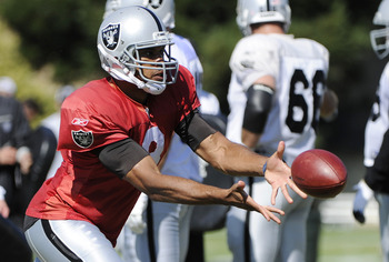 NAPA, CA - AUGUST 5: Jason Campbell #8 of the Oakland Raiders pitches the ball to a running back during practice at the Oakland Raiders training facility on August 5, 2011 in Napa, California. (Photo by Thearon W. Henderson/Getty Images)