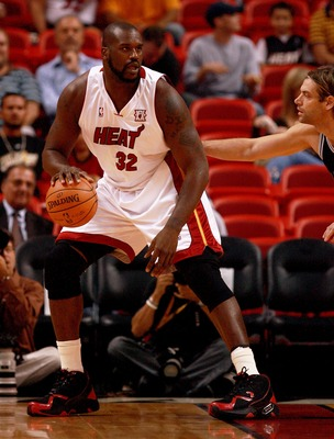 MIAMI - OCTOBER 23:  Shaquille O'Neal #32 of the Miami Heat drops down the the post against Fabricio Oberto #7 of the San Antonio Spurs at American Airlines Arena on October 23,  2007 in Miami, Florida.  NOTE TO USER: User expressly acknowledges and agree