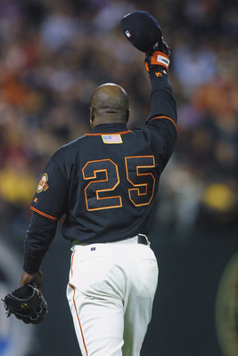 SAN FRANCISCO - OCTOBER 5:  Barry Bonds #25 of the San Francisco Giants waves to the crowd after hitting his 72nd home run during the game against the Los Angeles Dodgers on October 5, 2001 at Pac Bell Park in San Francisco, California.  The Dodgers won 1