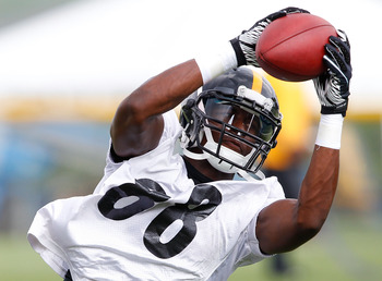 LATROBE, PA - JULY 29:  Emmanuel Sanders #88 of the Pittsburgh Steelers catches a pass during training camp on July 29, 2011 at St Vincent College in Latrobe, Pennsylvania.  (Photo by Jared Wickerham/Getty Images)