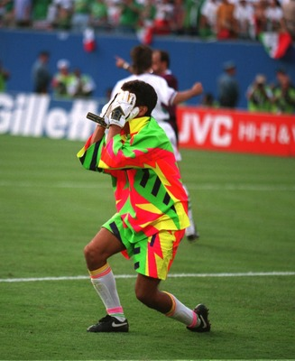 5 JULY 1994:  JORGE CAMPOS OF MEXICO TURNS AWAY WITH THE AGONY OF DEFEAT AGAINST BULGARIA IN THE PENALTY SHOOT OUT DURING THE SECOND ROUND 1994 WORLD CUP MATCH BETWEEN BULGARIA AND MEXICO AT GIANTS STADIUM IN EAST RUTHERFORD NEW JERSEY. Mandatory Credit: