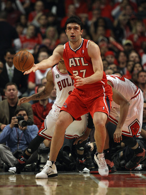 CHICAGO, IL - MAY 02:  Zaza Pachulia #27 of the Atlanta Hawks passes the ball against the Chicago Bulls in Game One of the Eastern Conference Semifinals in the 2011 NBA Playoffs at the United Center on May 2, 2011 in Chicago, Illinois. The Hawks defeated