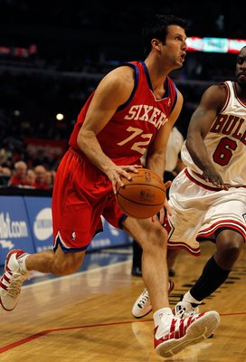 CHICAGO - FEBRUARY 20: Jason Kapono #72 of the Philadelphia 76ers moves against the Chicago Bulls at the United Center on February 20, 2010 in Chicago, Illinois. The Bulls defeated the 76ers 122-90. NOTE TO USER: User expressly acknowledges and agrees tha