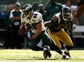 EAST RUTHERFORD, NJ - OCTOBER 14:  Kevin Curtis #80 of the Philadelphia Eagles slips by the tackle of David Harris #52 of the New York Jets at Giants Stadium on October 14, 2007 in East Rutherford, New Jersey.  (Photo by Nick Laham/Getty Images)