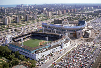 CHICAGO - 1990:  (L-R) An aerial view of the old and new Comiskey Parks circa 1990 in Chicago, Illinois.  (Photo by Getty Images)