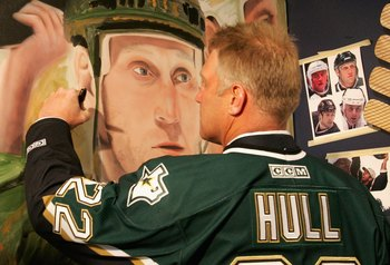 DALLAS - JANUARY 22:  Brett Hull of the 1999 Dallas Stars Stanley Cup team signs a mural during the 1999 Dallas Stars Stanley Cup Reunion at the American Airlines Center on January 22, 2007 in Dallas, Texas.  (Photo by Bruce Bennett/Getty Images)