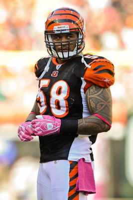CINCINNATI, OH - OCTOBER 10: Rey Maualuga #58 of the Cincinnati Bengals takes a breather during a timeout during a game against the Tampa Bay Buccaneers at Paul Brown Stadium on October 10, 2010 in Cincinnati, Ohio. (Photo by Jamie Sabau/Getty Images)
