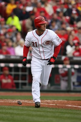 CINCINNATI - MARCH 31:  Scott Hatteberg #21 of the Cincinnati Reds runs to first against the Arizona Diamondbacks during the game on March 31, 2008 at Great American Ball Park in Cincinnati, Ohio.  (Photo by Andy Lyons/Getty Images)