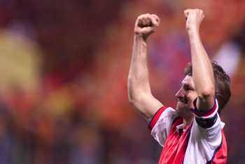 20  Apr 2000:  Tony Adams of Arsenal celebrates victory over Lens during the match between Racing Club Lens and Arsenal in the UEFA Cup Semi-Final, Second Leg at the Stade Felix Bollart, Lens, France. Mandatory Credit: Laurence Griffiths/ALLSPORT