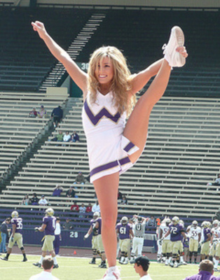 Huskies_cheerleaders_3_display_image