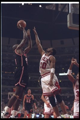1 Mar 1995:  Forward Glen Rice of the Miami Heat (left) takes a shot against Pete Meyers of the Chicago Bulls during a game at the United Center in Chicago, Illinois.  The Bulls won the game, 111-85. Mandatory Credit: Jonathan Daniel  /Allsport