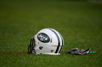 FLORHAM PARK, NJ - AUGUST 07:  A New York Jets helmet at NY Jets Practice Facility on August 7, 2011 in Florham Park, New Jersey.  (Photo by Patrick McDermott/Getty Images)