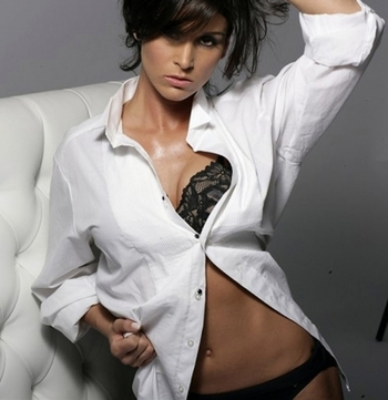 2011-01-21-21-47-34-2-the-beauty-allison-baver-is-not-solely-a-professio_display_image