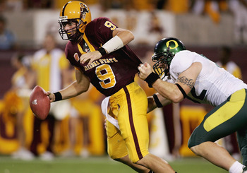 TEMPE, AZ - OCTOBER 08:  Sam Keller #9 of the Arizona St. Sun Devils is pressured by Devan Long #92 of the Oregon Ducks on October 8, 2005 at Sun Devil Stadium Stadium in Tempe, Arizona.   (Photo by Jonathan Ferrey/Getty Images)