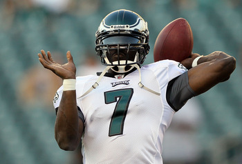 PHILADELPHIA, PA - AUGUST 11:  Michael Vick #7 of the Philadelphia Eagles warms up before playing against the Baltimore Ravens during their pre season game on August 11, 2011 at Lincoln Financial Field in Philadelphia, Pennsylvania.  (Photo by Jim McIsaac