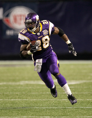 MINNEAPOLIS - NOVEMBER 07:  Running back Adrian Peterson #28 of the Minnesota Vikings carries the ball on a 33 yard pass play in the Vikings game tying drive against the Arizona Cardinals in the fourth quarter at Hubert H. Humphrey Metrodome on November 7