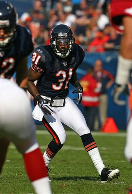 CHICAGO - NOVEMBER 08: Nathan Vasher #31 of the Chicago Bears moves into position against the Arizona Cardinals at Soldier Field on November 8, 2009 in Chicago, Illinois. The Cardinals defeated the Bears 41-21  (Photo by Jonathan Daniel/Getty Images)