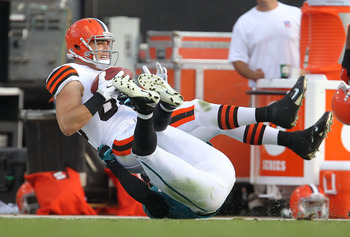 JACKSONVILLE, FL - NOVEMBER 21:  Evan Moore #89 of the Cleveland Browns makes a catch during a game agaisnt the Jacksonville Jaguars at EverBank Field on November 21, 2010 in Jacksonville, Florida.  (Photo by Mike Ehrmann/Getty Images)