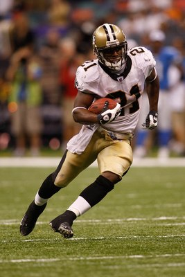 NEW ORLEANS - SEPTEMBER 13:  Mike Bell #21 of the New Orleans Saints during the game against the Detroit Lions at the Louisiana Superdome on September 13, 2009 in New Orleans, Louisiana.  (Photo by Chris Graythen/Getty Images)