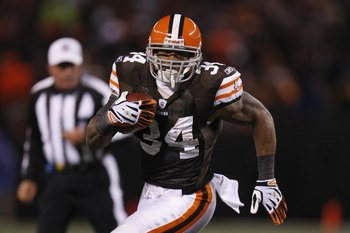 CLEVELAND - DECEMBER 10:  Chris Jennings #34 of the Cleveland Browns runs with the ball during the game against the Pittsburgh Steelers on December 10, 2009 at Cleveland Browns Stadium in Cleveland, Ohio. Cleveland won the game 13-6.  (Photo by Gregory Sh