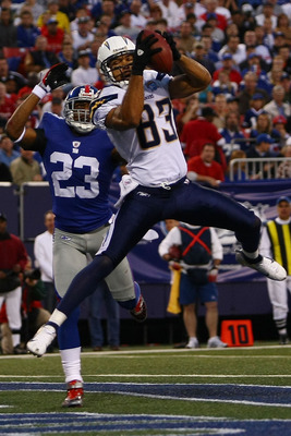 EAST RUTHERFORD, NJ - NOVEMBER 08:  Vincent Jackson #83 of the San Diego Chargers makes a touchdown catch under pressure from Corey Webster #23 of the the New York Giants on November 8, 2009 at Giants Stadium in East Rutherford, New Jersey.  (Photo by Chr