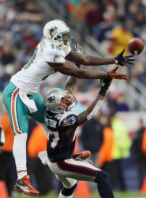 FOXBORO, MA - JANUARY 02:  Brandon Marshall #19 of the Miami Dolphins makes the catch as Kyle Arrington #27 of the New England Patriots defends on January 2, 2011 at Gillette Stadium in Foxboro, Massachusetts.  (Photo by Elsa/Getty Images)