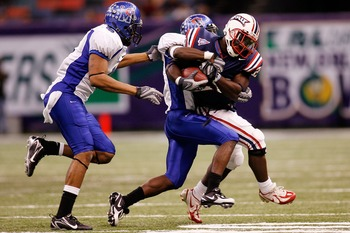 NEW ORLEANS - DECEMBER 21:  Charles Pierre #20 of the Florida Atlantic University Owls is tackled by LaKeitharun Ford #18 and Tony Bell #8 of the Memphis University Tigers  in the New Orleans Bowl on December 21, 2007 at the Louisiana Superdome in New Orl