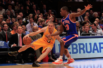 NEW YORK, NY - FEBRUARY 11: Steve Blake #5 of the Los Angeles Lakers drives against Toney Douglas #23 of the New York Knicks at Madison Square Garden on February 11, 2011 in New York City. NOTE TO USER: User expressly acknowledges and agrees that, by down