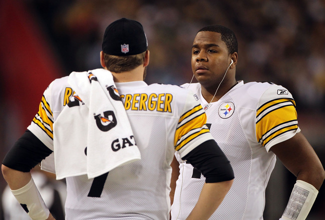 ARLINGTON, TX - FEBRUARY 06:  Byron Leftwich #4 and Ben Roethlisberger #7 of the Pittsburgh Steelers talk during Super Bowl XLV against the Green Bay Packers at Cowboys Stadium on February 6, 2011 in Arlington, Texas.  (Photo by Doug Pensinger/Getty Image