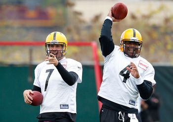 PITTSBURGH - OCTOBER 15:  Ben Roethlisberger #7 and Byron Leftwich #4 of the Pittsburgh Steelers joke during practice at the Pittsburgh Steelers South Side training facility on October 15, 2010 in Pittsburgh, Pennsylvania.  (Photo by Jared Wickerham/Getty