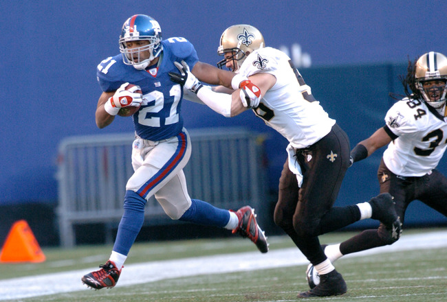 Tiki Barber of the New York Giants during a game between the New Orleans Saints and New York Giants at Giants Stadium in East Rutherford, New Jersey on December 24, 2006.  The Saints won 30-7. (Photo by Brian Killian/NFLPhotoLibrary)