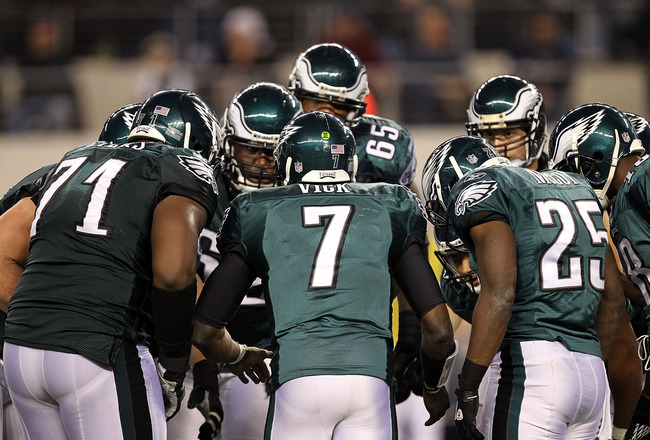 ARLINGTON, TX - DECEMBER 12:  Quarterback Michael Vick #7 of the Philadelphia Eagles huddles the offense at Cowboys Stadium on December 12, 2010 in Arlington, Texas.  (Photo by Ronald Martinez/Getty Images)