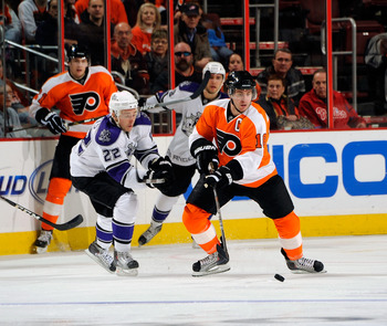 PHILADELPHIA - FEBRUARY 13:  Mike Richards #18 of the Philadelphia Flyers in action during a game against the Los Angeles Kings on February 13, 2011 at the Wells Fargo Center in Philadelphia, Pennsylvania.  (Photo by Lou Capozzola/Getty Images)