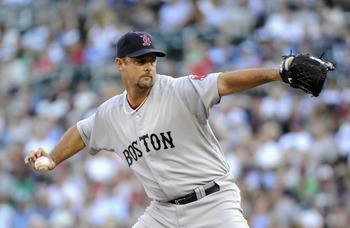 Tim Wakefield throwing his knuckleball.