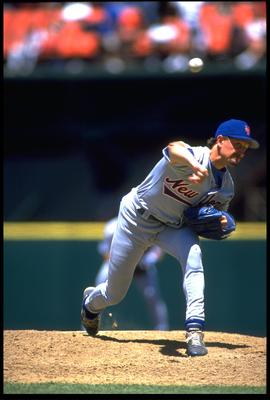 5 JUL 1994:  NEW YORK METS PITCHER BRET SABERHAGEN RELEASES A PITCH DURING THE METS 4-2 WIN OVER THE SAN FRANCISCO GIANTS GAME AT CANDLESTICK PARK IN SAN FRANCISCO, CALIFORNIA.  MANDATORY CREDIT:  OTTO GREULE/ALLSPORT